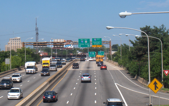 Interstate 676 - Vine Street Expressway approaching western terminus at the Schuylkill Expressway.