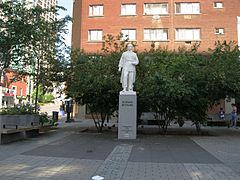 Place Norman Bethune Montreal 01.JPG