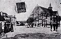 Place de l'église de Sougères-en-Puisaye au début du vingtième siècle.jpg