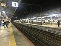 Platform of Kobe Station 5.jpg