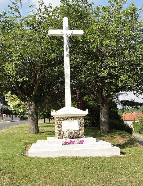 Ploisy (Aisne) monument aux morts avec croix