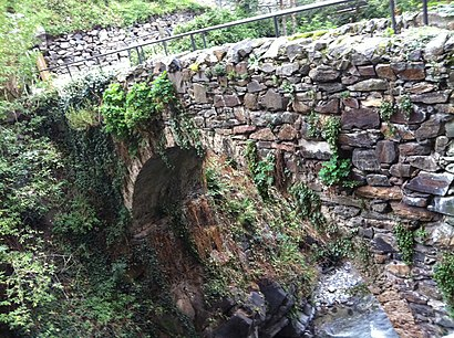 How to get to Pont dels Escalls with public transit - About the place