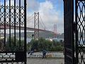 Ponte, portão e cão (26554452006).jpg