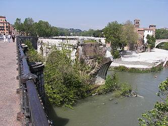 Ponte Rotto and Isola Tiberina.jpg