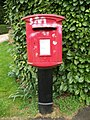 Postbox in Broom, Bedfordshire.JPG