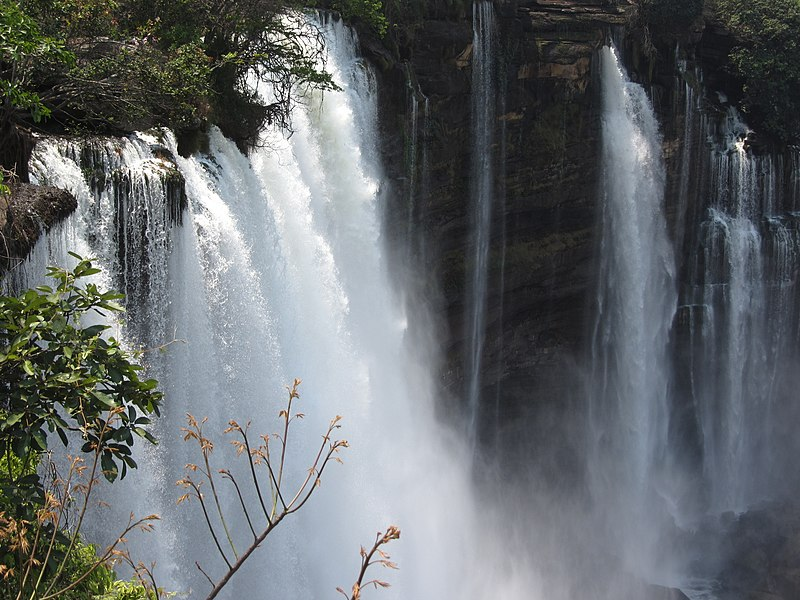 File:Quedas-Kalandula 09 queda LWS-2011-08 QD20.jpg