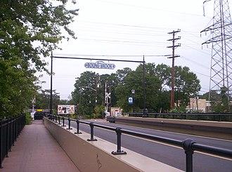 Queen's Bridge (New Jersey) - The Queen's Bridge, as seen looking into Bound Brook.