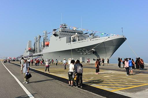 ROCN Panshi (AOE-532) Shipped at No.5 East Pier of Zuoying Naval Base 20161112b