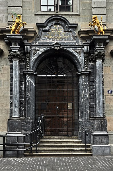 File:Rathaus - Portal - Limmatquai 2011-08-07 18-00-48.jpg