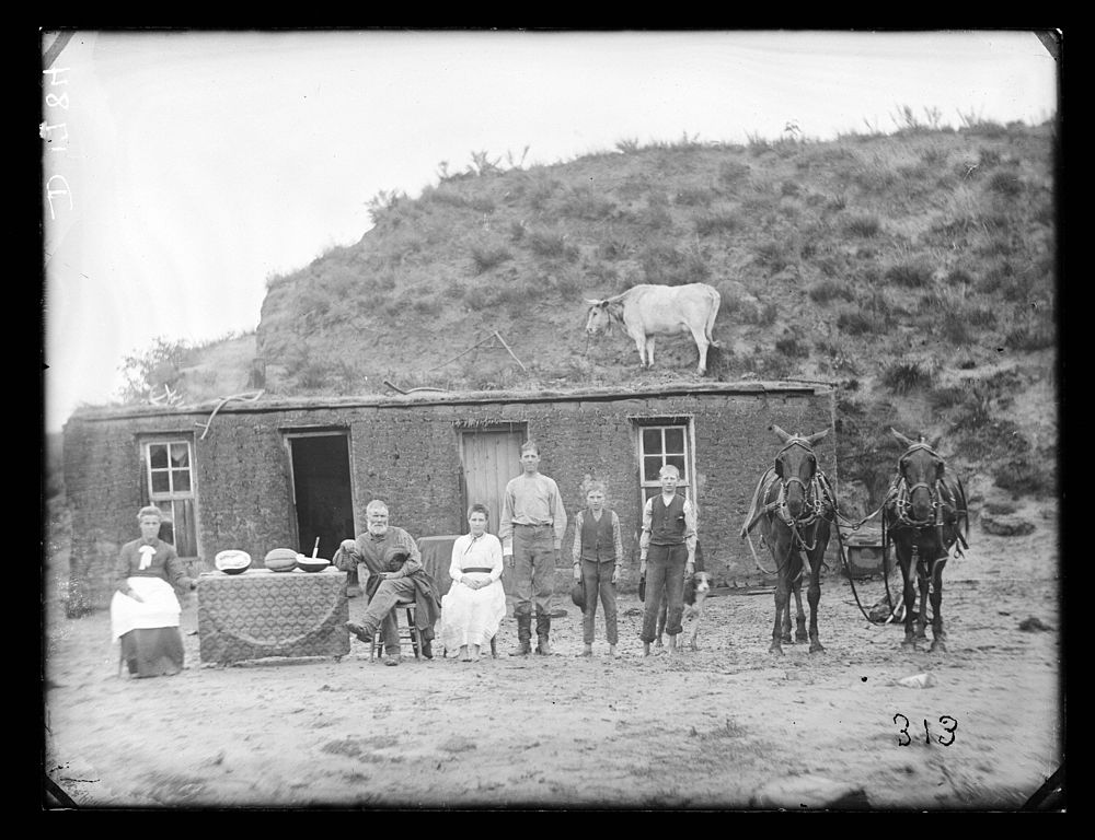 File rawding family sod wikimedia commons - Houses attic families children ...
