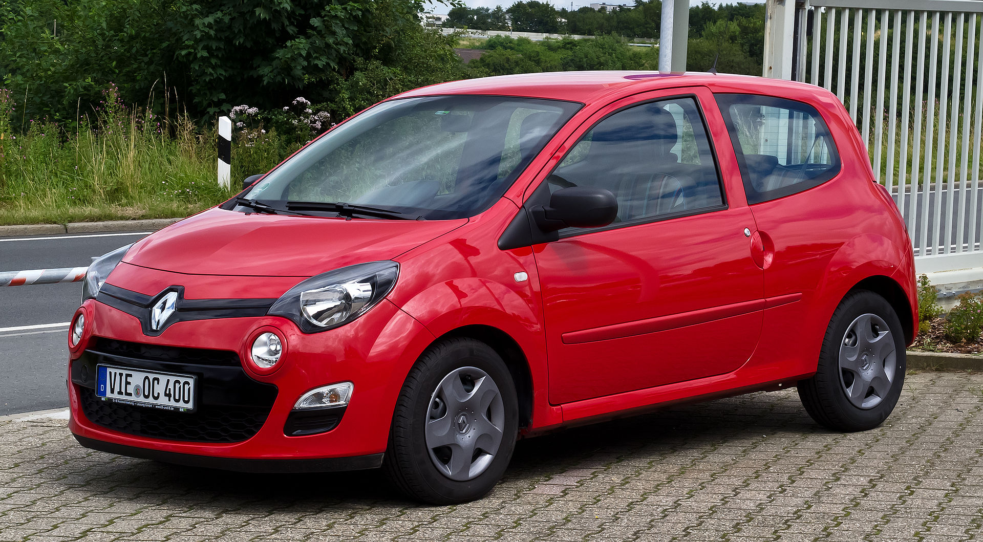 Renault Twingo (II, Facelift) – Frontansicht, 21. Juli 2012, Heiligenhaus.jpg