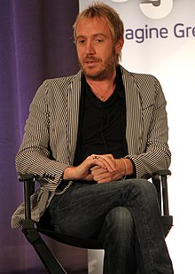 Description de l'image  Rhys Ifans 2011 cropped.jpg.