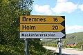 Road sign Bremnes Holm.jpg