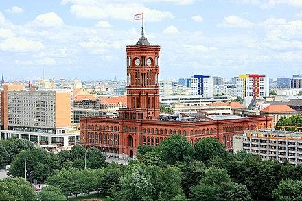 Rotes Rathaus (Berlin Senatosu'nun ile Belediye Başkanlığı'nın bulunduğu bina )