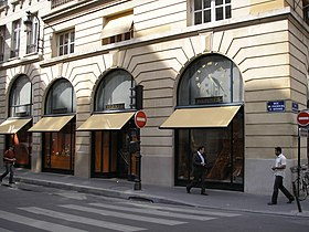 Rue du Faubourg-Saint-Honoré, Paris May 2006.jpg
