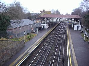 Ruislip tube station - Footbridge linking both platforms