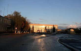 Alexandrov, Vladimir Oblast - Courthouse and the statue of Lenin in Alexandrov