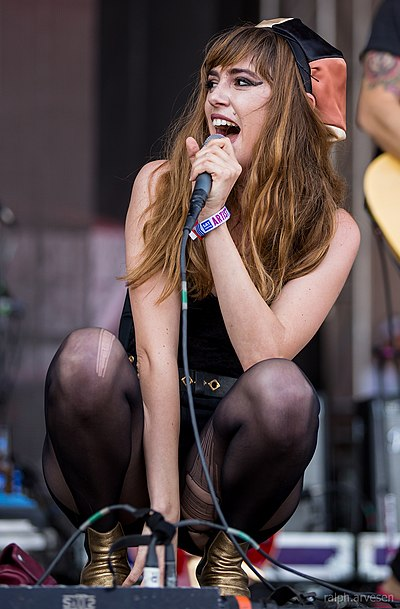 Picture of a band or musician: Ryn Weaver