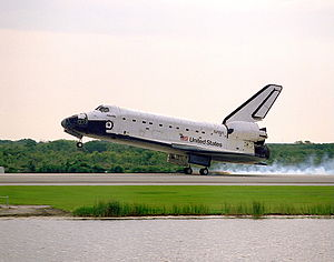 STS-84 - Atlantis lands at the end of the STS-84 mission.