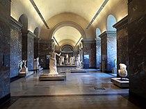 Salle des Antiquités grecques du Louvre.jpg