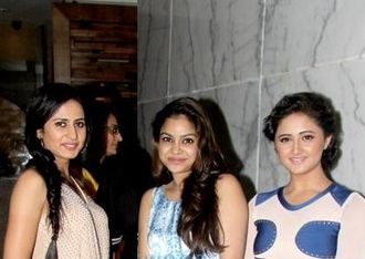 Sargun Mehta - Mehta with Sumona Chakravarti (center) and Rashami Desai (right) on the sets of Comedy Nights with Kapil