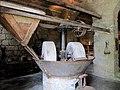Sartène meules du moulin à huile avec verseur à olives.jpg