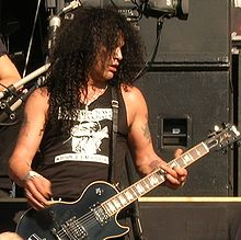 Slash performing live with Velvet Revolver