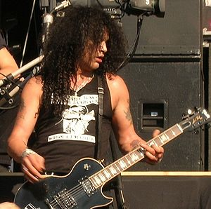 Velvet Revolver - Guitarist Slash performing at a concert in Nijmegen.