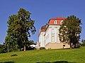 Schloss Wilhelminenberg Seitenansicht.jpg