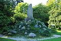 Schlosspark Putbus Bismarckstein 01.JPG