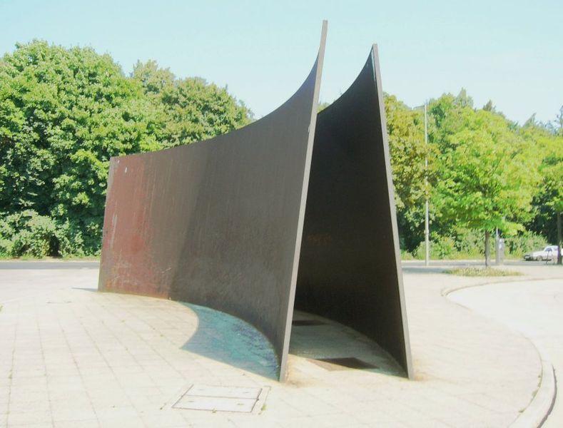 789px-Serra%2C_Berlin_Curves%2C_Stahl%2C_1986