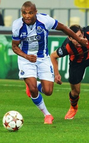 Yacine Brahimi - Brahimi playing for Porto in 2015