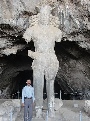 Colossal Statue of Shapur I - Image: Shapur statue with a man standing in front of it