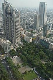 http://upload.wikimedia.org/wikipedia/commons/thumb/2/25/Shinjuku_Central_Park_from_Tokyo_Metro_Govt_Bldg_by_Hyougushi.jpg/180px-Shinjuku_Central_Park_from_Tokyo_Metro_Govt_Bldg_by_Hyougushi.jpg