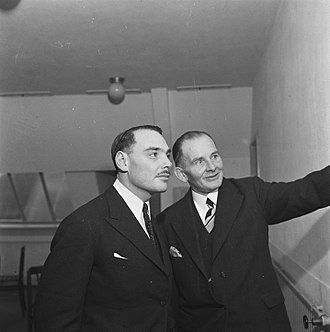 Harry Oppenheimer - Harry Oppenheimer (left) in Amsterdam, 1945
