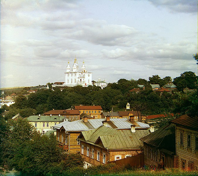 https://upload.wikimedia.org/wikipedia/commons/thumb/2/25/Smolensk_Cathedral.jpg/675px-Smolensk_Cathedral.jpg