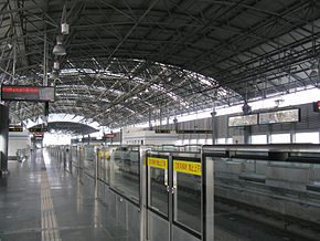 Songjiang University Town Station Platform.jpg