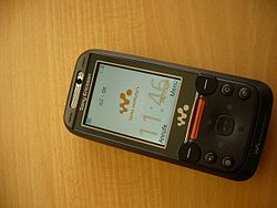 Sony Ericsson W850i front side (German).jpg