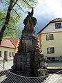 Střelice, památník obětem světových válek (2).jpg