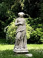 Statua in Villa Ghirlanda.jpg