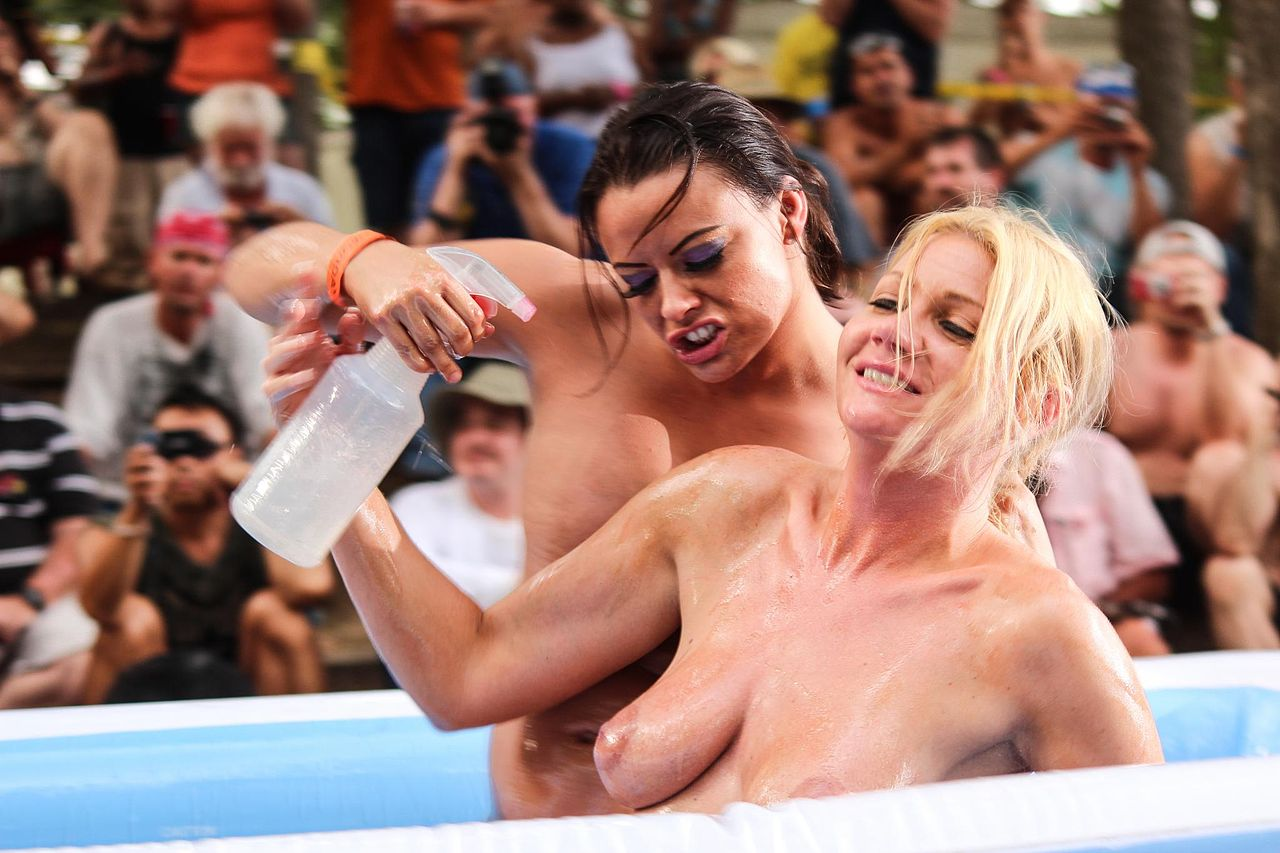 swinger party österreich mixed oil wrestling