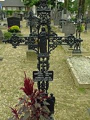 R.K. Kerkhof Sambeek: grafkruis van G. Nissen