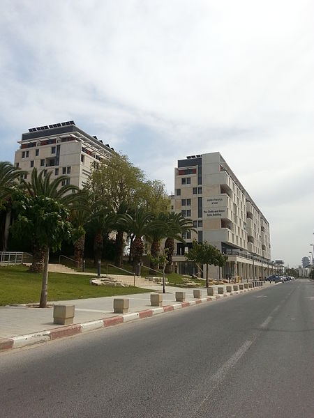 Датотека:Tel Aviv University new dormitories (2).jpg