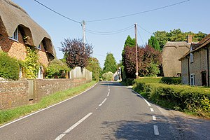 Itchen Stoke and Ovington - Image: Thatched Cottages, Itchen Stoke geograph.org.uk 951164