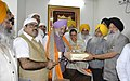 The Minister of State for Housing and Urban Affairs (IC), Shri Hardeep Singh Puri being felicitated by the SGPC (Shiromani Gurdwara Parbandhak Committee) officials, during his visit to Golden Temple, in Amritsar, Punjab.jpg
