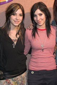The Veronicas, Kiss 106.1 tanggal 22 November, 2005.