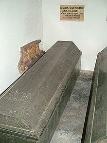 Sarg Kaiser Karls VII. in der Theatinerkirche (Quelle: Wikimedia)