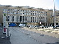 Tempelhofs hovedbygning.