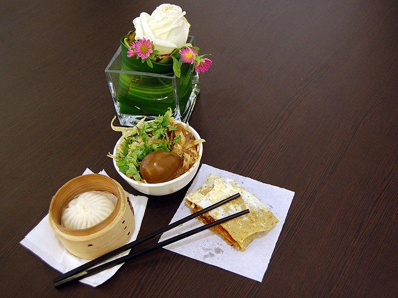 Tianjin lunch of Goubuli.jpg