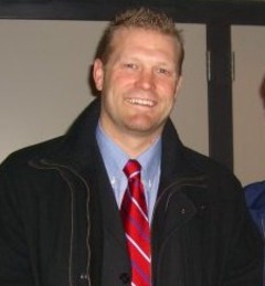 Tim thomas with fan in 2006.tif